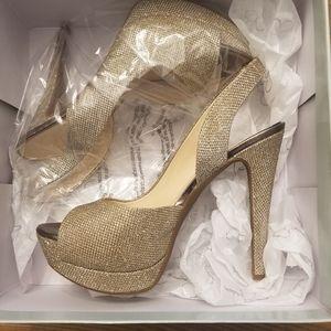 BRAND NEW Jessica Simpson Gold Heels